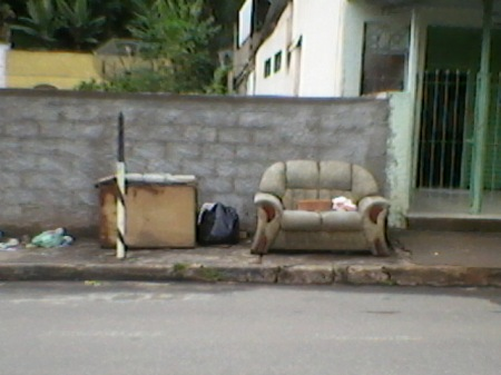 Sofá na calçada I