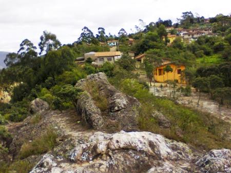 a-vila-foi-construida-sobre-a-rocha